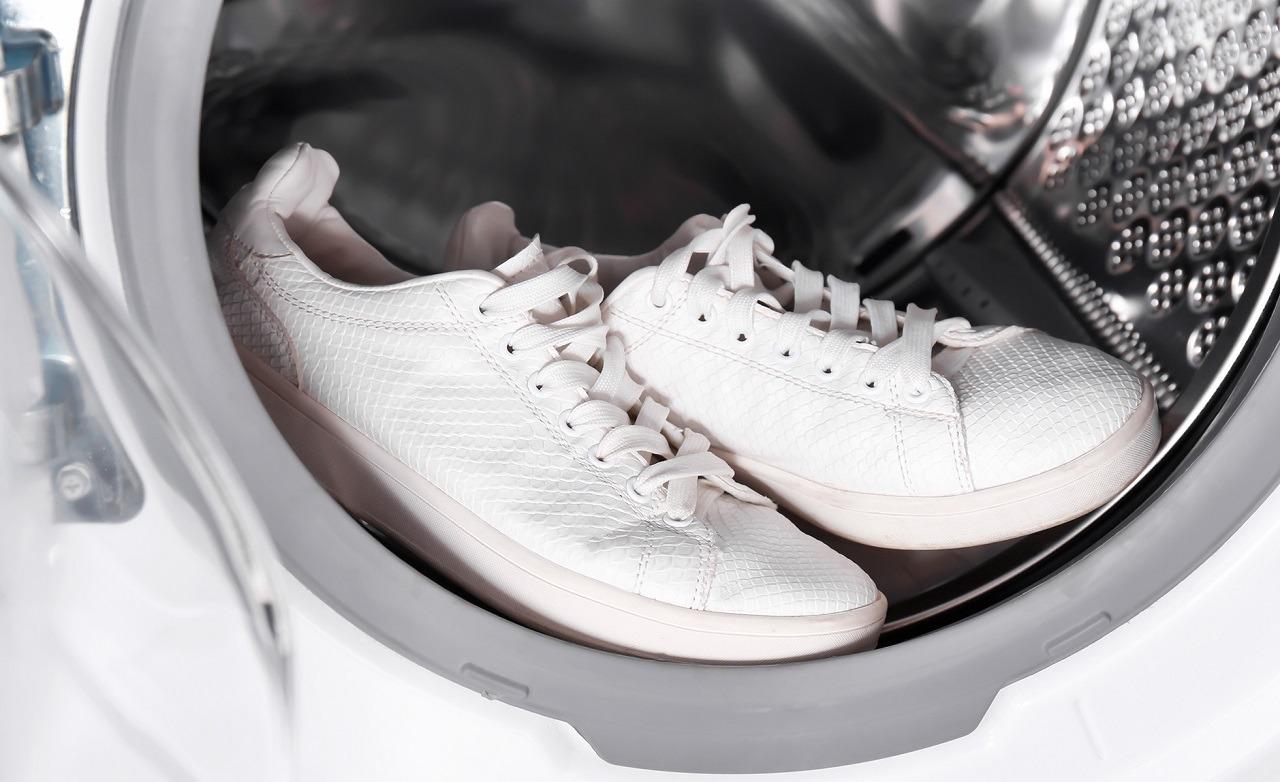 Laver des baskets en cuir