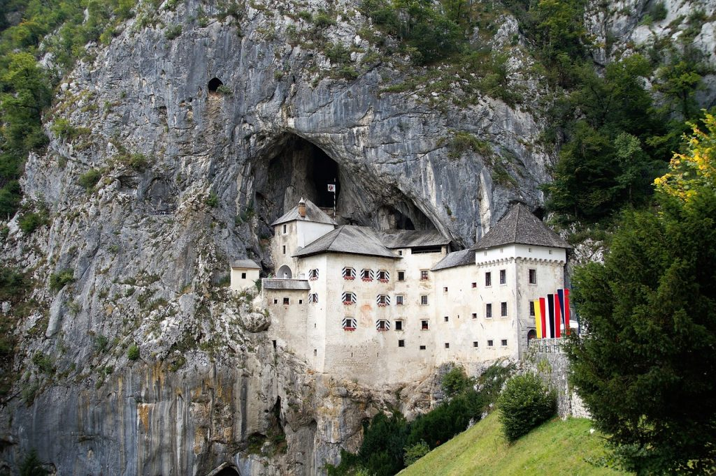 chateau predjama