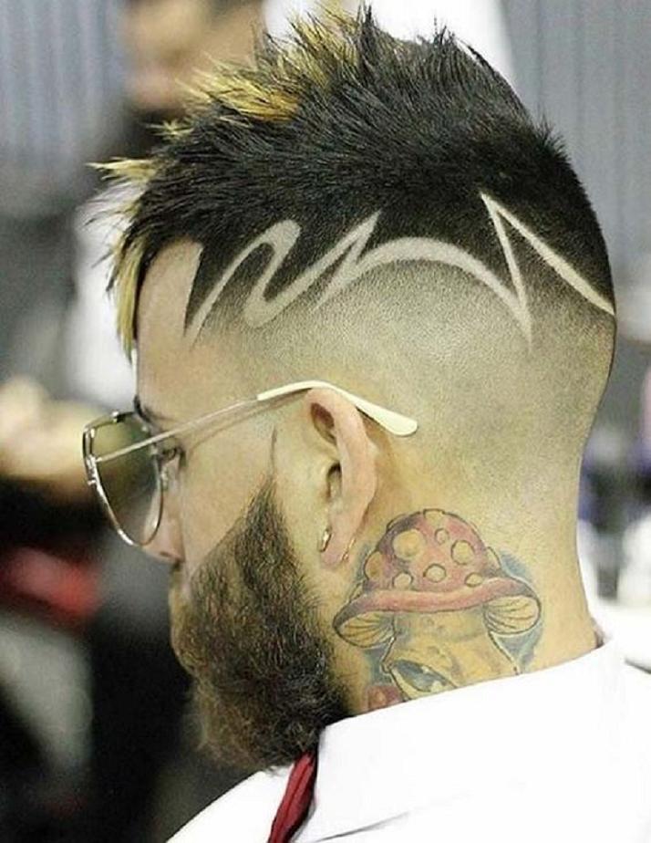 cheveux courts fantaisistes pour hommes